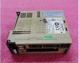 安川YASKAWA SERVOPACK SGDS-02A12A 200V伺服驱动器
